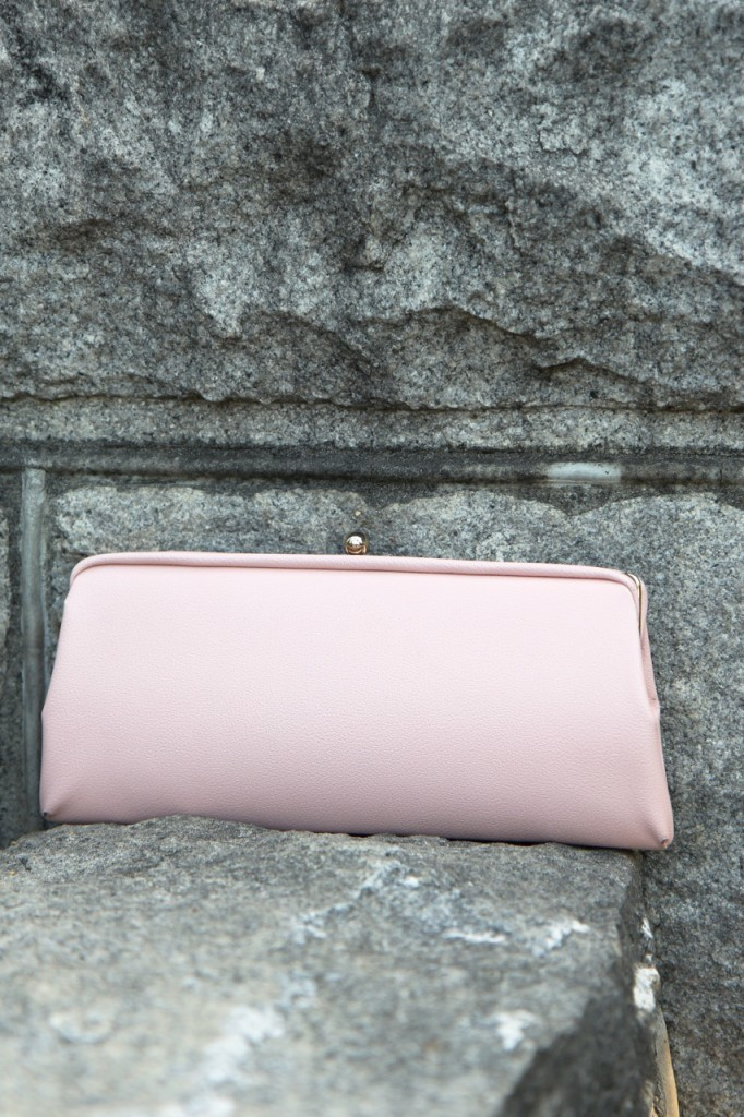 Monday at the Mansion - vintage pale pink clutch
