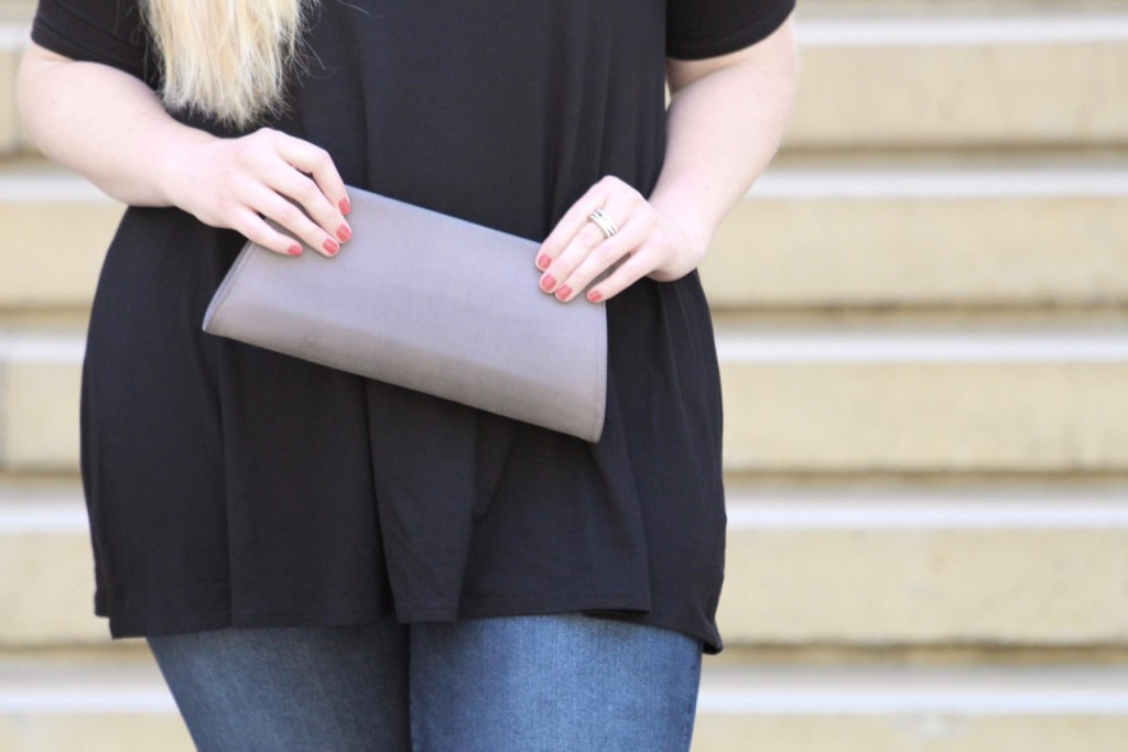 Cold Shoulder Vibes - Vintage Clutch