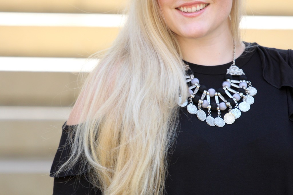 Cold Shoulder Vibes - Statement Necklace